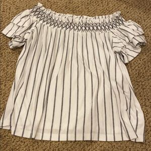 American Eagle: Off the Shoulder Top